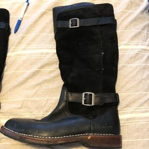 Women's UGG black leather and suede preowned.Sz 11